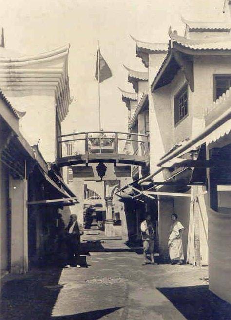 Fotografía del pueblo oriental en la Exposición Universal de Barcelona
