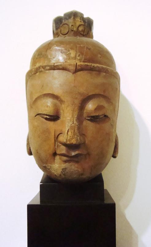 Talla budista de madera